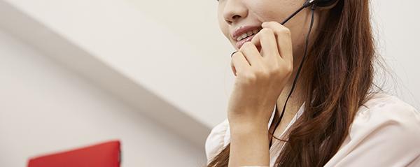 ハイアール家電の対応をするコールセンターの女性